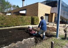 4月15日 晴れ 藍畑を作りました